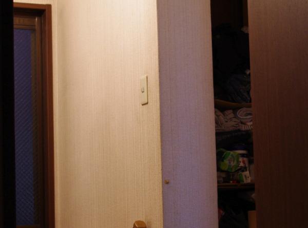 一眼レフカメラで撮影した夜間時の室内